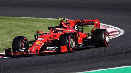A 300 km/h, con una sola mano y agarrando el espejo: Leclerc piloteó curva de la muerte en la Fórmula 1