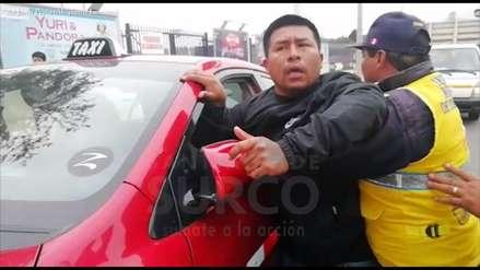 Un conductor informal bajó a la fuerza a chofer de grúa para evitar que se lleve su auto