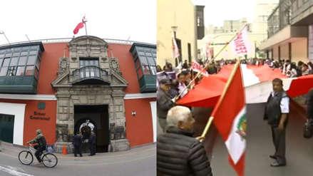 TC se reúne por demanda competencial mientras manifestantes protestan en los exteriores