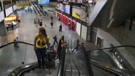 Aerolínea es condenada a pagar multa por dejar que un niño duerma solo en aeropuerto