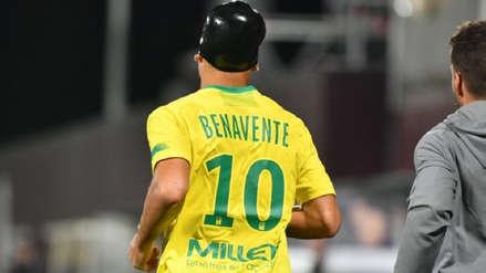 Cristian Benavente sufrió fuerte choque en la cabeza y terminó jugando con protector en el Nantes vs. Metz