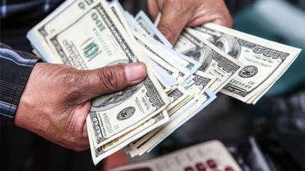 Dólar sigue cotizando a la baja la mañana de este martes
