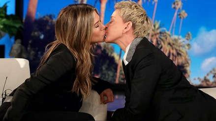 Jennifer Aniston y Ellen DeGeneres se besaron en TV: