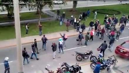 Bandos de motociclistas informales se enfrentaron de forma violenta en calles de Surco [VIDEO]