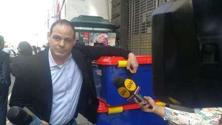 Mark Vito Villanella acudió a la Fiscalía con contenedores de información sobre su investigación