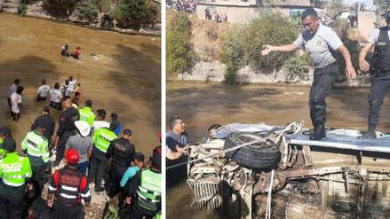 Al menos 8 personas fallecieron tras despiste de una combi a río Mantaro