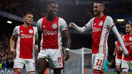 En menos de 2 minutos: el gol de Quincy Promes de tiro libre que le dio la ventaja al Ajax ante Chelsea