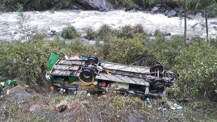 Puno: Seis muertos y 37 heridos deja la caída de bus interprovincial a barranco en Sandia