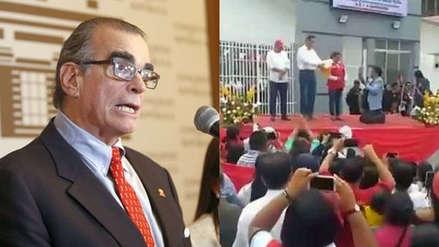 """""""Una vergüenza"""": Pedro Olaechea criticó que alcalde se arrodille ante Martín Vizcarra"""