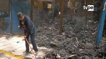 Incendio consumió varios puestos de la galería 'El Mañanero' en el Cercado de Lima