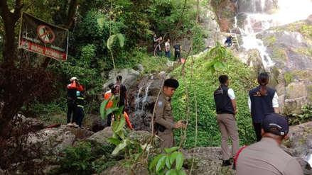 Turista murió al caer desde lo alto de una cascada en Tailandia: intentaba sacarse un selfi