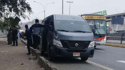 Miniván con más de S/ 9 mil en multas hace transporte público informal en la Panamericana Sur [VIDEO]