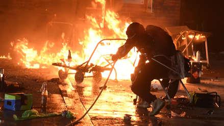 Enfrentamientos y detenciones durante otra jornada de violencia en Hong Kong [FOTOS]