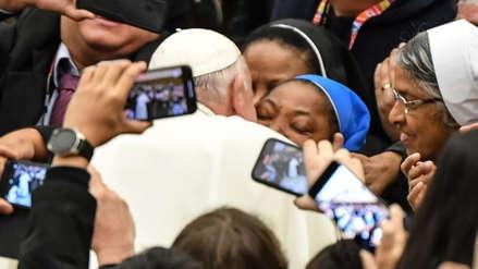 """""""¡No me muerdas!"""": Papa Francisco bromeó con una monja durante audiencia en el Vaticano [VIDEO]"""