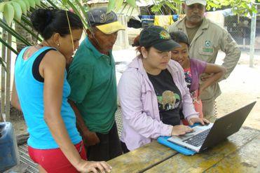 Día Internacional de la Mujer: cuatro científicas que luchan por los bosques, océanos y animales de Latinoamérica