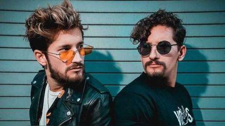 """Mau y Ricky lanzan su nuevo sencillo """"Me enamora"""" durante la cuarentena obligatoria con video en vivo desde su casa"""