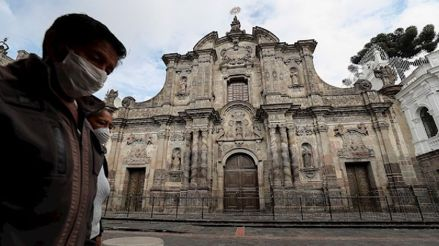 "Alcaldesa de Guayaquil: ""Los cadáveres se están acumulando, están cayendo en las calles"""