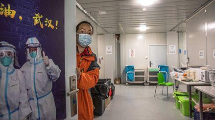 """China cierra hospital que construyó en solo unos días tras haber """"controlado"""" el coronavirus"""