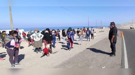 Arequipa: Más de 150 personas caminan hacia el Cusco al quedarse sin dinero [VIDEO]