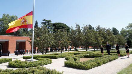 España, de luto oficial, guardó un minuto de silencio por los muertos por la pandemia [FOTOS]