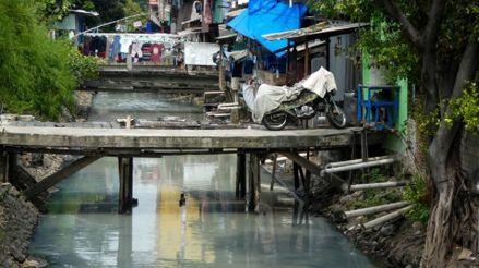 Provocan lluvias artificiales en Indonesia para prevenir incendios forestales
