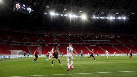 Hungría reabre al público los estadios, los cines y los teatros, pero con tres asientos de separación