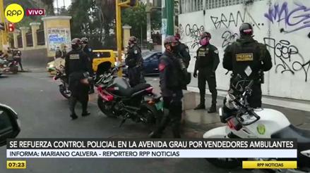 Policías refuerzan el control en la avenida Grau, pero los ambulantes se han ido a calles aledañas [VIDEO]