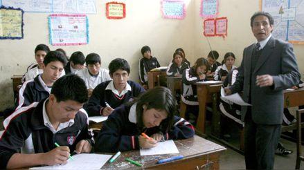 Colegio de Profesores solicita al Minedu contratar más docentes en las escuelas públicas