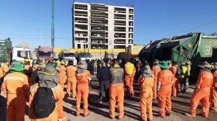 Trabajadores de limpieza pública suspenden recojo de basura en Arequipa