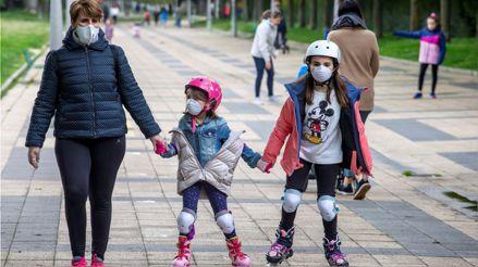 Cuarentena: Consejos prácticos para padres que decidan que sus hijos tomen los paseos cortos en medio de la pandemia