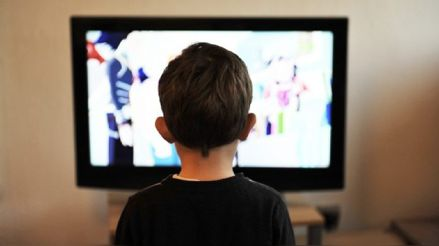 Cuarentena: ¿Cómo manejar mejor el tiempo de nuestros hijos frente a las pantallas?