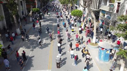 Chiclayo:  Ciudadanos cobran hasta cuarenta soles por un lugar en las filas para ingresar a bancos