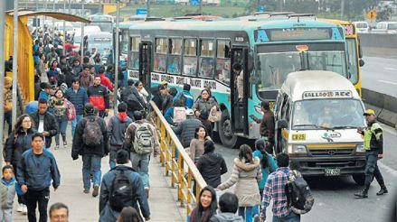 Defensoría del Pueblo propone trabajo remoto y horarios escalonados para evitar hacinamiento en transporte