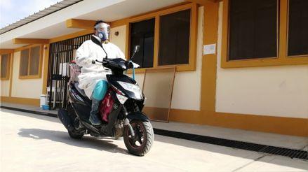Piura: Enfermera recorre en su motocicleta caseríos para vacunar a adultos mayores y personas con discapacidad
