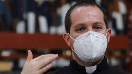 Sacerdote venció al coronavirus tras contagiarse cuando despedía a víctimas de COVID-19