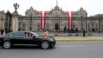 Calles vacías y solo desde los balcones:  Así fue el traslado de Martín Vizcarra hasta el Congreso [FOTOS]