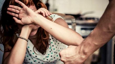¿Cuál es la estrategia del MIMP en la lucha contra la violencia hacia la mujer y la niñez?