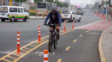 Cerca de 4 conductores al día fueron multados en julio por invadir y obstruir ciclovías en Lima durante julio