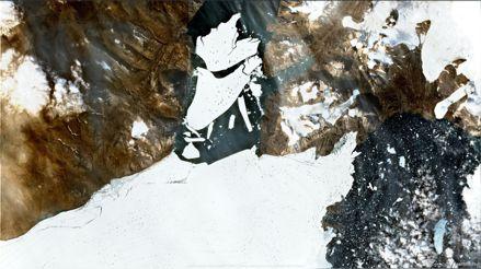 Un iceberg de 113 kilómetros cuadrados se fractura del mayor baluarte de hielo del Ártico