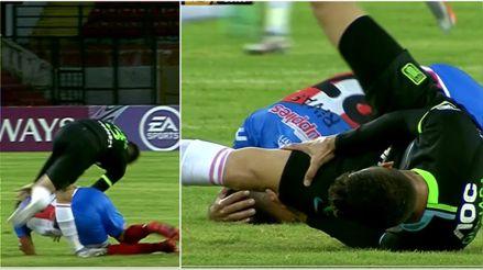 ¡Qué dolor! Rubert Quijada tuvo que soportar una dura caída para continuar en el partido de Copa Libertadores