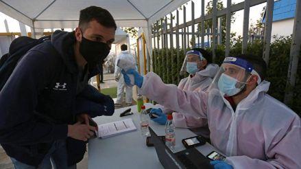 Chile sobrepasa los 440 000 casos de coronavirus en la víspera de sus Fiestas Patrias