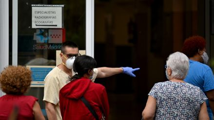España: Ante el alarmante aumento de casos de COVID-19, Madrid prepara restricciones