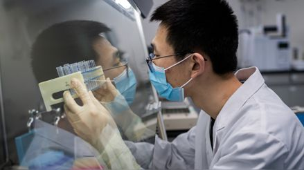 Hong Kong detecta posible brote en laboratorio que investiga el coronavirus