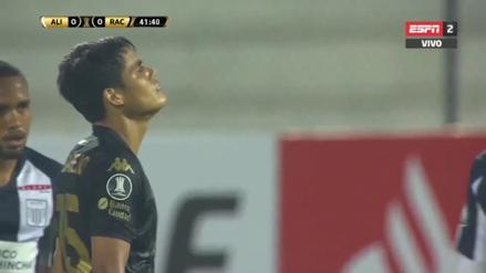 ¡Cayó en el palo! Melgarejo intentó de larga distancia en partido ante Alianza Lima