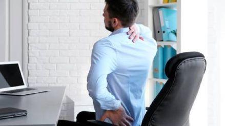 Daños colaterales del estrés: ¿Cómo evitar los dolores musculares durante el 'home office'?