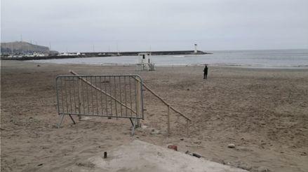 Playas de Barranco y Chorrillos permanecen cerradas con rejas para evitar ingreso de público