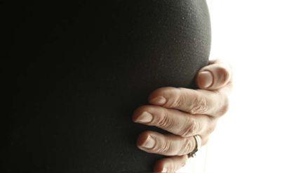 Los síntomas de la COVID-19 en mujeres embarazadas pueden durar hasta dos meses