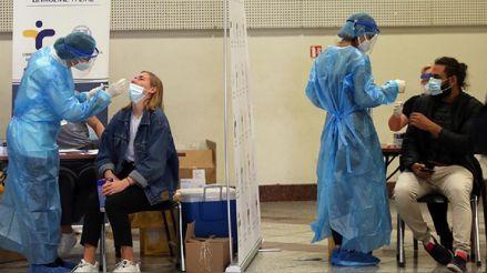 Reino Unido planea infectar a voluntarios con COVID-19 para probar candidatas a vacunas