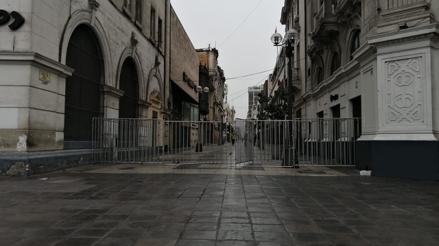 Centro de Lima: Policía colocó rejas en los accesos a la Plaza San Martín [VIDEO]
