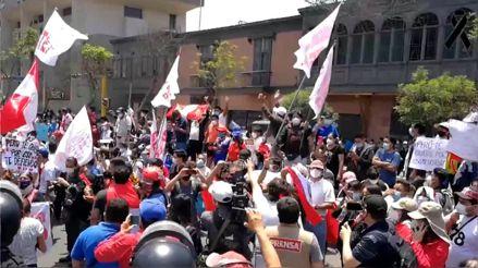 Así celebraron en distintas partes del país la renuncia de Manuel Merino [Audiogalería]